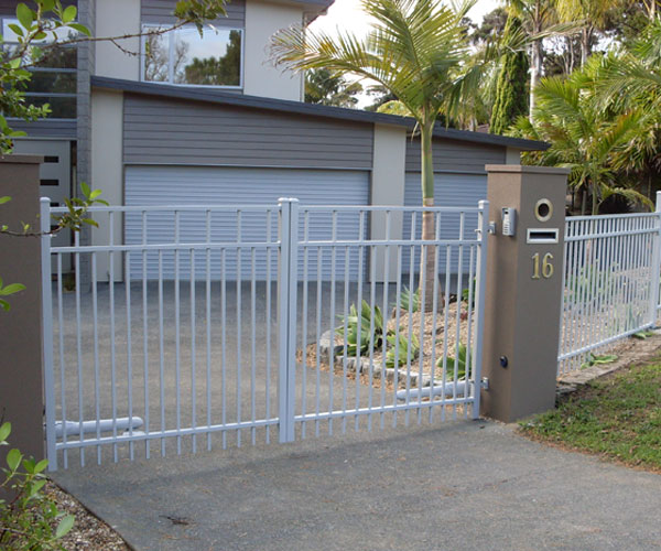 Advante Gate with matching Contemporary fecning