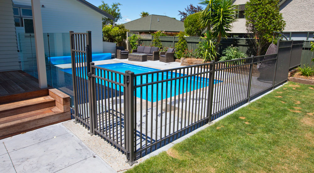 Combination of frameless glass balustrade JH Clamp and Contemporary aluminium fencing as pool fencing on modern NZ home2