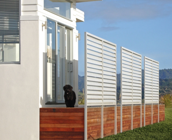 Louvre slat privacy screens and windbreak